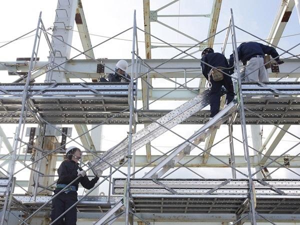 lắp dựng cầu thang giàn giáo